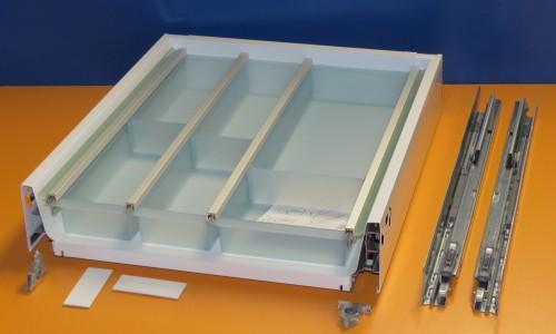 Blum Tandembox Antaro Schublade für 45er Schrankbreite, mit Besteckeinsatz von Ninka, transluzent grün